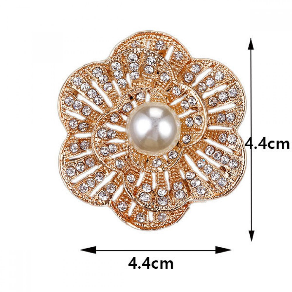 Elegant Brooch with pearl